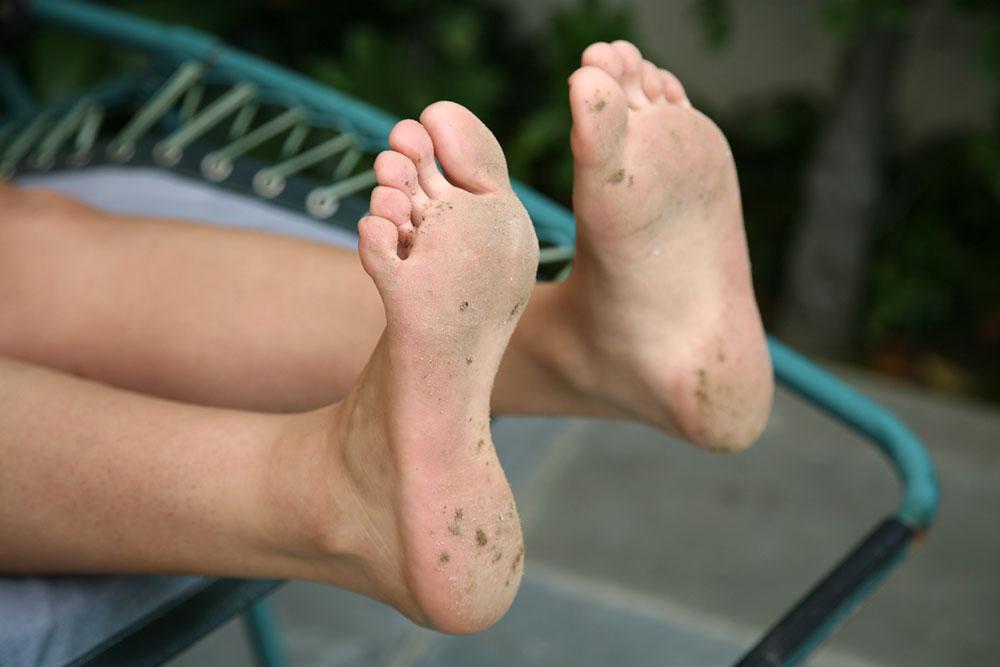 Latina feet lick